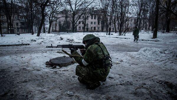 Ополченец в Киевском районе Донецка. 22 января 2015. Архивное фото
