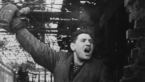 Сержант Мартыненков во время сражения за завод Красный Октябрь в Сталинграде