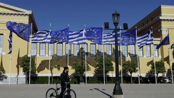 Флаги Греции и Евросоюза. Архивное фото