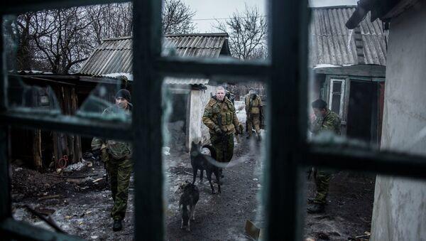 Ополченцы Донецкой народной республики патрулируют территорую возле города Дебальцево. Архивное фото