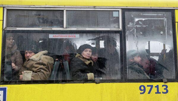 Жители Дебальцево во время эвакуации из зоны боевых действий