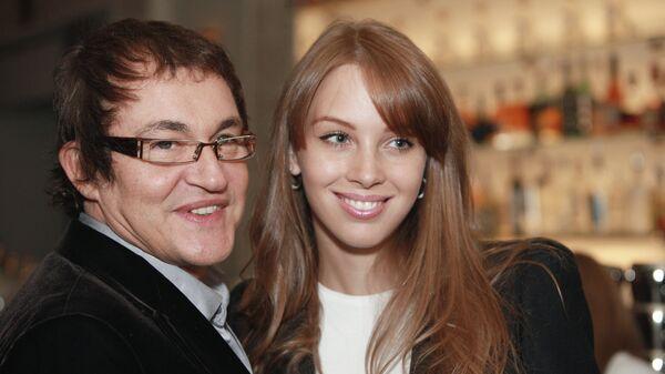 Телеведущий Дмитрий Дибров с супругой Полиной Наградовой