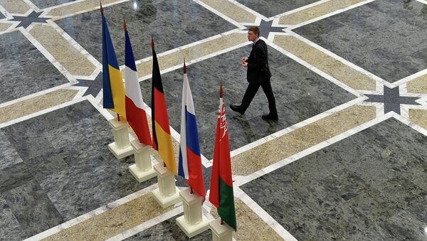 Флаги Белоруссии, Франции, Германии, России и Украины в резиденции президента Белоруссии в Минске