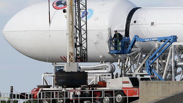 Беспилотная ракета Falcon 9 перед запуском с мыса Канаверал в Кейп Канаверал, штат Флорида. Архивное фото