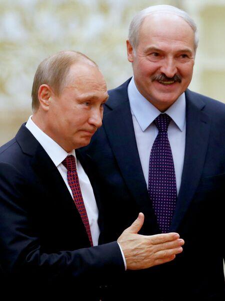 Президент России Владимир Путин и президент Белоруссии Александр Лукашенко во Дворце независимости в Минск