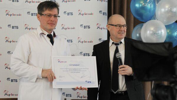 Банк ВТБ вручил воронежской детской больнице сертификат на медоборудование