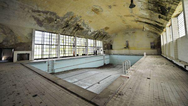 Плавательный бассейн в деревне Эльсталь. Берлин, Германия