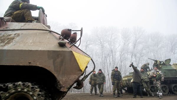 Колонна украинской военной техники возле Дебальцево. Архивное фото