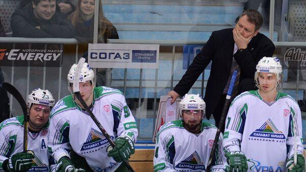 Главный тренер Салавата Юлаева Владимир Юрзинов.  Архивное фото