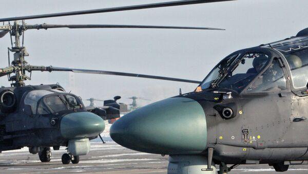 Вертолет на взлетной площадке. Архивное фото