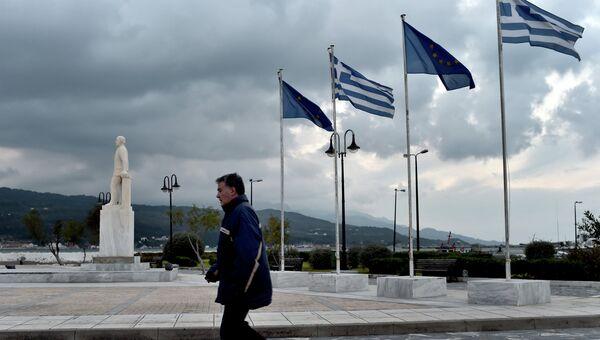 Флаги ЕС и Греции. Архивное фото