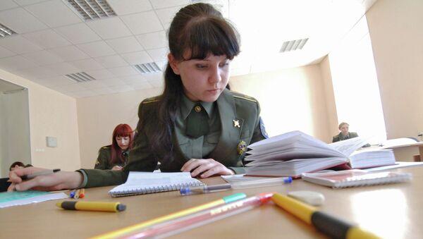 Девушка-курсант. Архивное фото