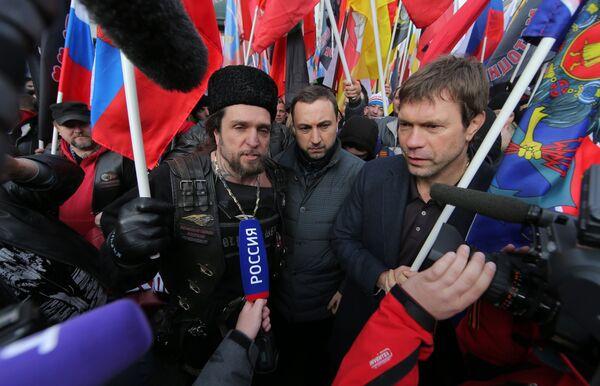 Член инициативной группы общественного движения Антимайдан Александр Залдостанов и председатель парламента Новороссии Олег Царев