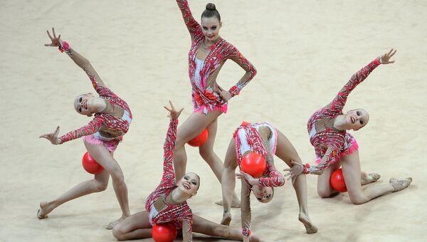 Художественная гимнастика. Гимнастки сборной России. Архивное фото