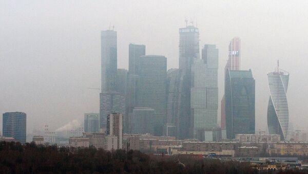 Вид на Московский международный деловой центр Москва-Сити с Воробьевых гор. Архивное фото