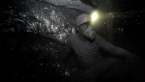 Шахтер в забое на шахте имени С.П. Ткачука в городе Харцызске