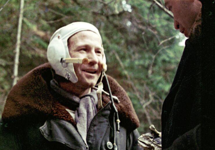 Космонавт Алексей Леонов после успешного приземления космического корабля «Восход-2».