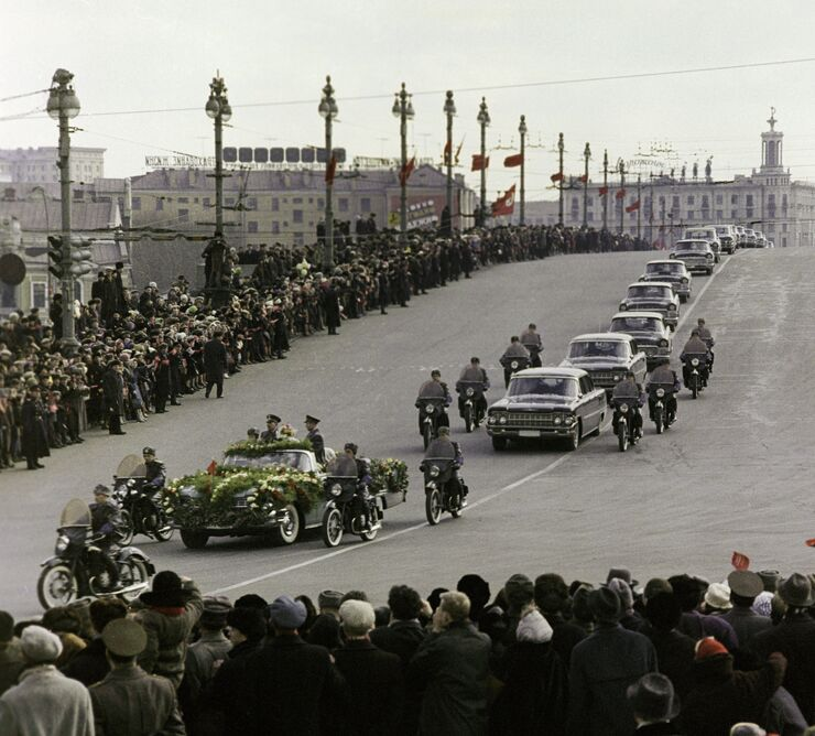 Торжественная встреча экипажа корабля Восход-2 летчиков-космонавтов Алексея Леонова и Павла Беляева. Москва, 23 марта 1965 года