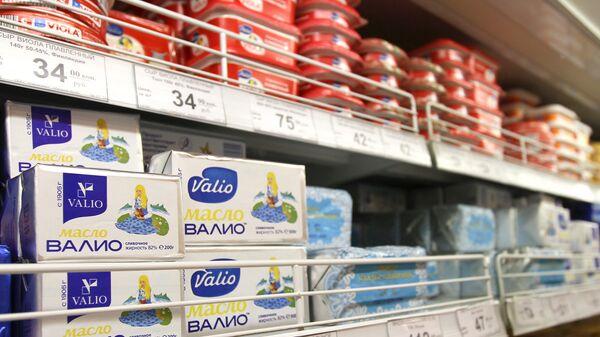 Продукция финской марки Валио на прилавке в магазине. Архивное фото