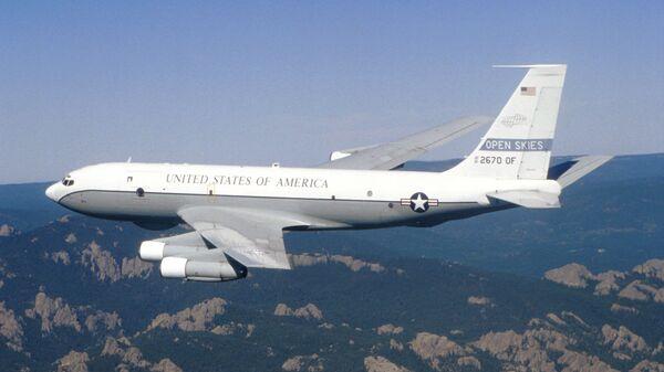 Американский самолет наблюдения Боинг ОС-135Б. Архивное фото