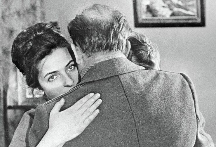 Жена Алексея Леонова Светлана провожает мужа на космодром. 1965 год
