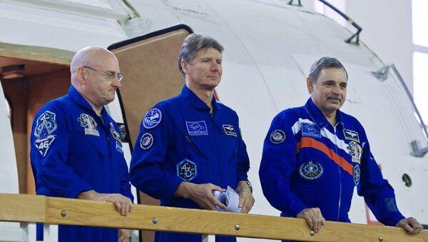 Астронавт НАСА Скот Келли и космонавты Роскосмоса Геннадий Падалка и Михаил Корниенко