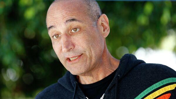 Американский телевизионный продюсер и сценарист, один из создателей мультсериала Симпсоны (The Simpsons) Сэм Саймон