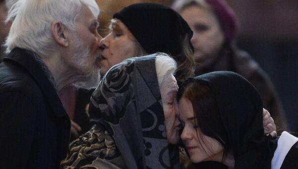 Родственники и близкие на церемонии прощания с писателем Валентином Распутиным