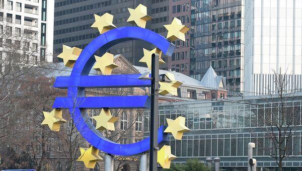 Полиция у здания Европейского Центрального банка. Архивное фото