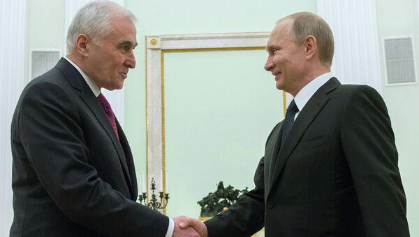 Рабочая встреча президента России В.Путина с президентом Республики Южная Осетия Л.Тибиловым. Архивное фото