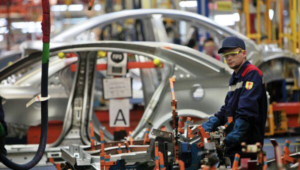 Производство малогабаритных автомобилей на заводе General Motors в производственной зоне Шушары-2 Санкт-Петербурга. Архивное фото