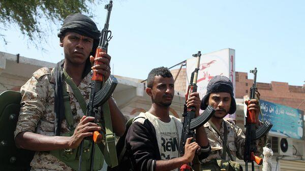 Солдаты лояльные президенту Йемена Абд Раббу Мансур Хади в городе Аден