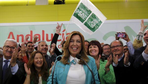 Члены Испанской социалистической партии празднуют победу на выборах в Андалусии