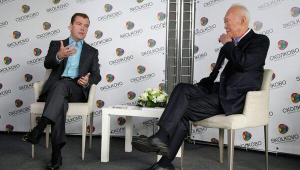 Беседа президента РФ Дмитрия Медведева с министром-наставником республики Сингапур Ли Куаном Ю. Архивное фото