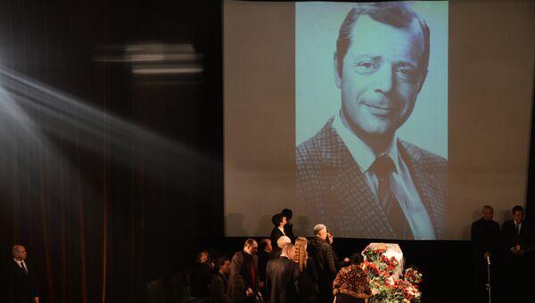 На церемонии прощания с писателем Аркадием Аркановым в Центральном Доме литераторов в Москве