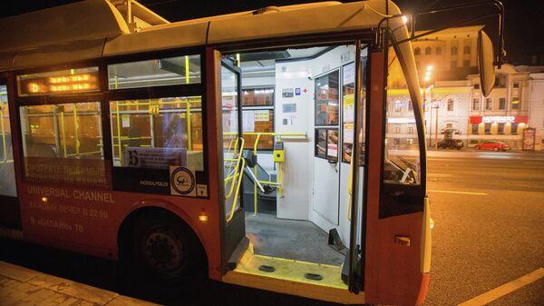 Троллейбус следует по маршруту Б по Садовому Кольцу. Архивное фото