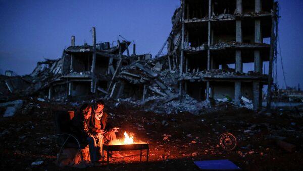 Курды у костра в городе Кобани, Сирия. Март 2015