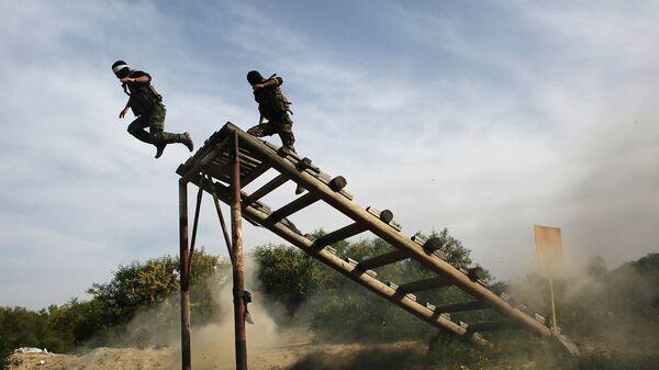 Военные из организации ФАТХ во время учений в городе Рафах, сектор Газа