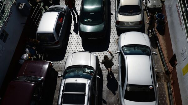 Автомобили на пароме Керченской паромной переправы, курсирующем по маршруту Порт Крым – Порт Кавказ. Архивное фото