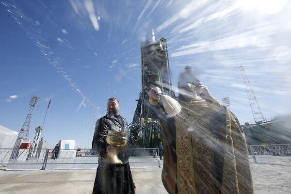 Православное освящением ракеты Союз ТМА-16М на космодроме Байконур