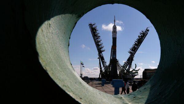 Ракета космического назначения (РКН) Союз-ФГ с транспортным пилотируемым кораблем Союз ТМА-16М