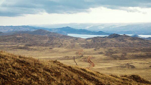 Остров Ольхон, вид на Малое море и материк. Архивное фото