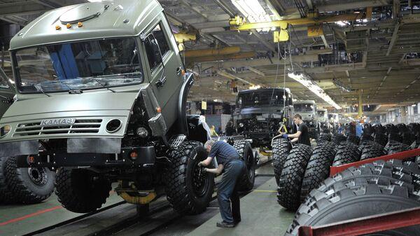 Цех сборки кузовов и шасси на автомобильном заводе КАМАЗ