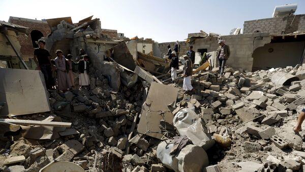 Дома, разрушенные в результате авиаударов по Сане, Йемен