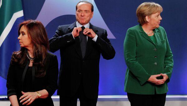 Премьер-министр Италии Сильвио Берлускони (в центре) на церемонии официального фотографирования глав государств и правительств стран группы 20