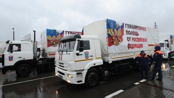 Грузовые автомобили 23-го российского конвоя с гуманитарной помощью для населения Донбасса на КПП Матвеев Курган в Ростовской области