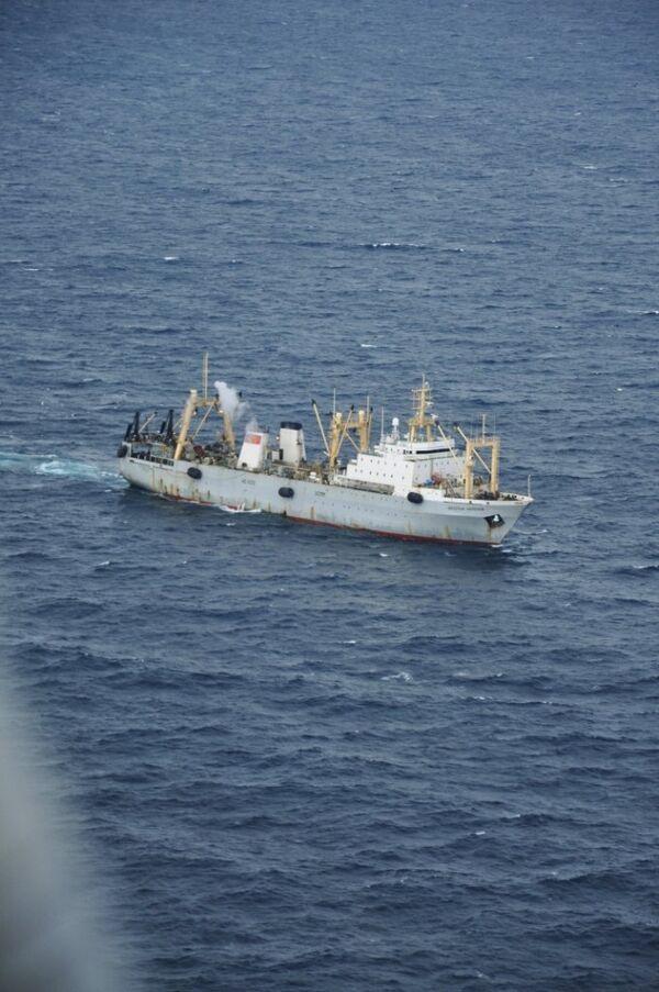 Судно поисково-спасательной операции в акватории Охотского моря
