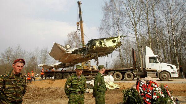 Обломки самолета польского президента Леха Качиньского