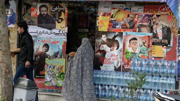 У магазина на одной из улиц в Тегеране