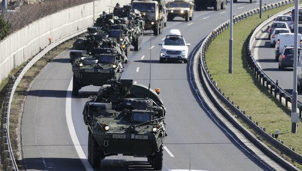 Конвой военной техники НАТО в районе Праги, Чехия